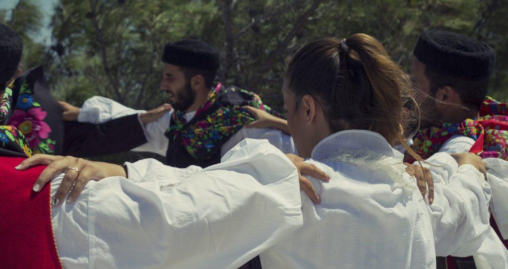 Μαθήματα Παραδοσιακών χορών και τσαμπούνας