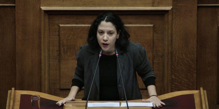 Ερώτηση της Βουλευτή Φωτεινής Μπακαδήμα για τη μεταφορά μαθητών στην Κέα